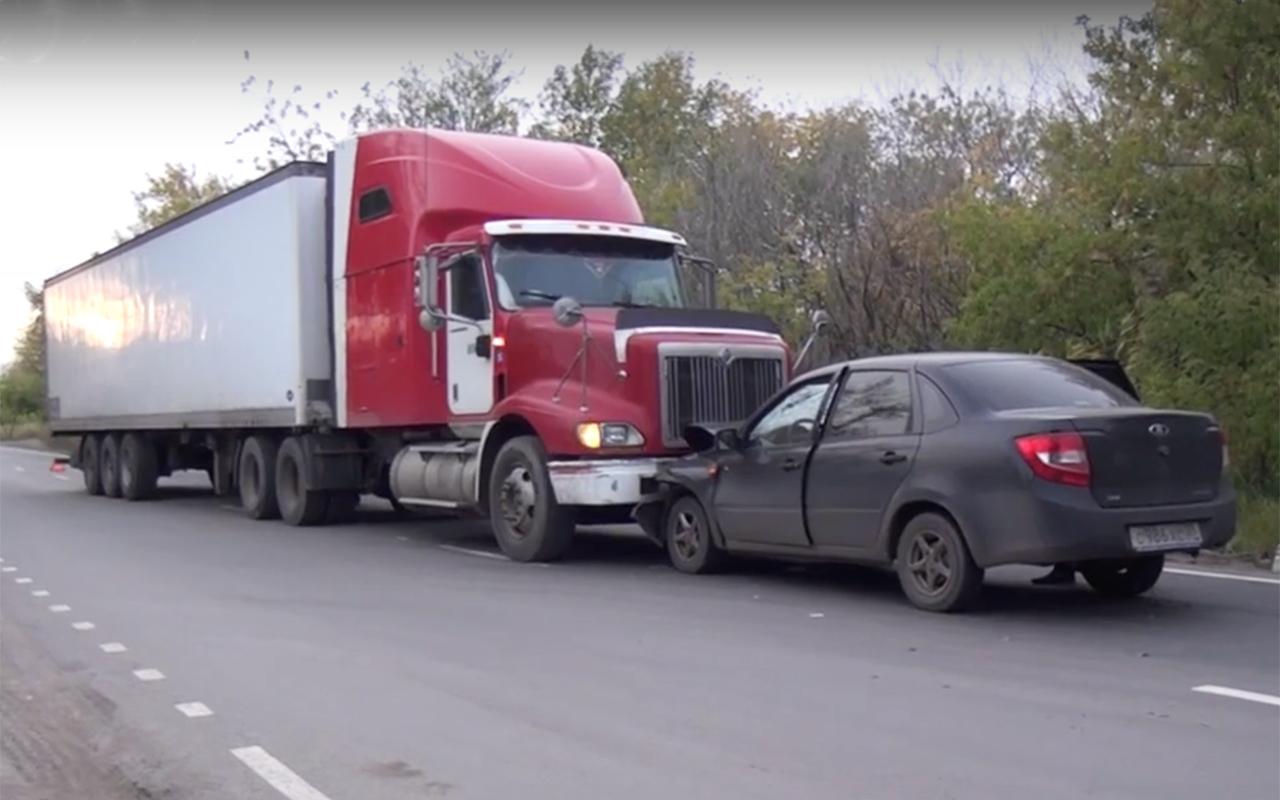 Дальнобойщик фурой задержал водителя Гранты, сбившего двух пешеходов